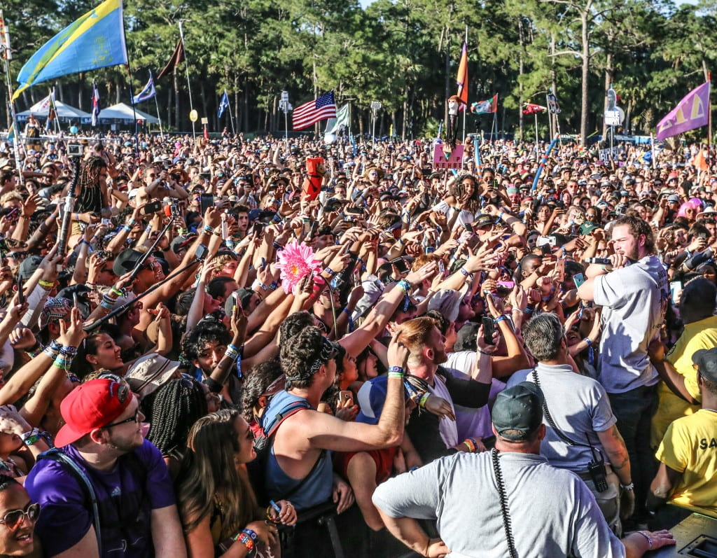Post Malone and his crowd. Photo: Brian Hensley // Brian Hensley Photography/MusicFestNews